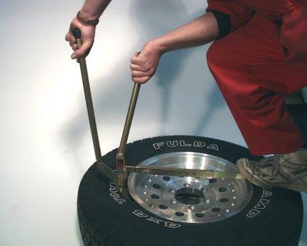 ARB náradie pre vyzutie pneumatiky z ráfiku